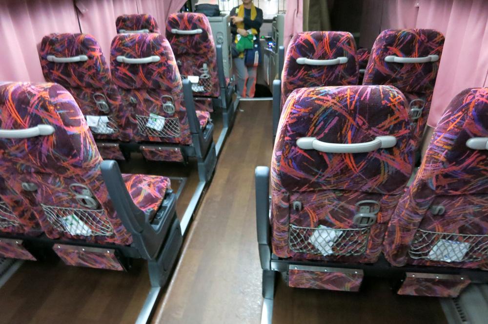 4列シートバス