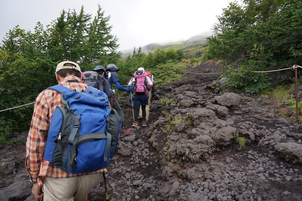 富士山5合目登山開始