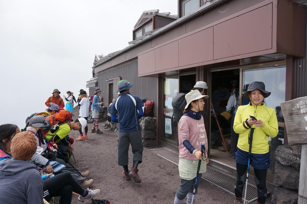 富士山6合目山小屋